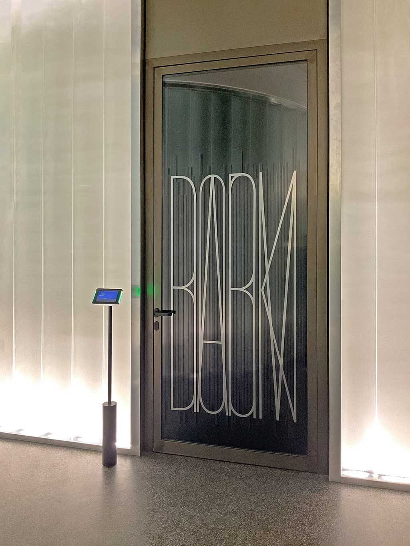 Sony_Signage_DarkRoom_Zu